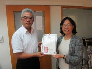本會理事長田秀蘭老師拜會陳正旻律師,並頒予聘書。